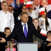 Pologne: le président conservateur Duda réélu de justesse