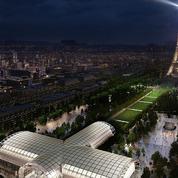 Un Grand Palais éphémère en cours de montage au pied de la tour Eiffel