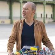 Franck Scurti investit la Nef du Grand Palais