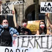 Affaire Matzneff: manifestation appelant à la démission d'un adjoint d'Hidalgo