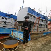 L'Indonésie saisit deux bateaux de pêche vietnamiens après une bataille en mer
