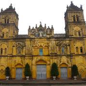 L'Église du Vietnam démolit une cathédrale du XIXe siècle de style baroque