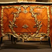 Une précieuse commode de la chambre de Louis XV de retour au château de Fontainebleau