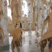 Une église bretonne envahie par 1200 figurines pour dénoncer l'emprise des réseaux sur le monde