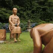 Une statue du premier ministre japonais avec une prostituée tend les relations entre Tokyo et Séoul