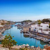 Que faire à Minorque, l'île préservée des Baléares : plages, activités... Notre guide de voyage