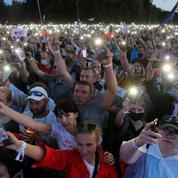 Élection au Bélarus : des milliers de personnes à un rassemblement de l'opposition