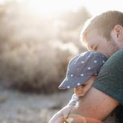 Adrien Taquet réfléchit à rendre obligatoire le congé paternité