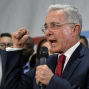 Colombie : la justice ordonne l'arrestation de l'ex-président Uribe