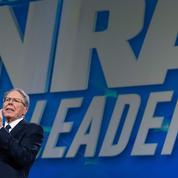 États-Unis : New York poursuit le puissant lobby pro-armes NRA pour fraude financière