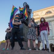 Pologne: des manifestants tentent d'empêcher l'arrestation d'une militante LGBT