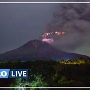 Indonésie : un orage volcanique sur le mont Sinabung