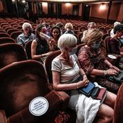 La pandémie menace à nouveau cinémas, théâtres et salles de concerts de Paris et Marseille