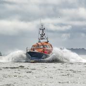 Une cinquantaine de migrants qui tentaient de traverser la Manche secourus