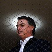 Brésil: Bolsonaro menace un journaliste après une question sur sa femme