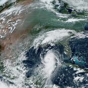 L'ouragan Laura, «extrêmement dangereux», atteint la Louisiane