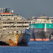 Japon: les recherches pour l'équipage d'un cargo naufragé continuent