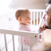 «1000 premiers jours»: un rapport préconise un congé paternité de 9 semaines