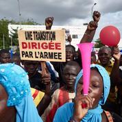 Mali: des centaines de Maliens manifestent leur soutien à la junte en pleine incertitude politique