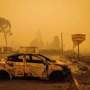 Incendies aux Etats-Unis : les images de la puissance des flammes et de la dévastation qui a suivi