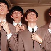 Quel couturier se cache derrière le costume sans col des Beatles?