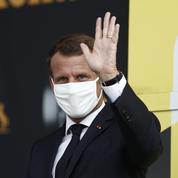 «Tenues correctes» au lycée : Emmanuel Macron prône le «bon sens»
