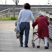 Les personnes qui prennent soin d'un proche en situation de dépendance pourront prendre des congés à partir de jeudi