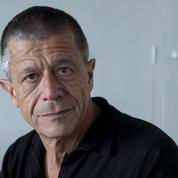 «Il paraît inopportun de parler de mensonge» : P.O.L vole au secours d'Emmanuel Carrère