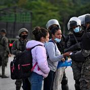 Des milliers de migrants honduriens bloqués à la frontière guatémaltèque