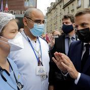 «Du fric pour l'hôpital public» : Macron interpellé par les soignants