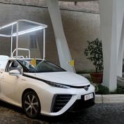 Toyota et la Conférence épiscopale catholique du Japon offrent une papamobile à hydrogène au pape François