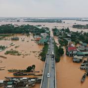 Glissements de terrain au Vietnam : neuf secouristes tués