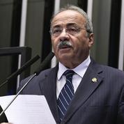 Brésil : des liasses de billets retrouvés dans le caleçon d'un sénateur