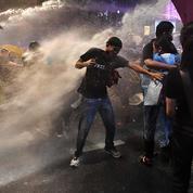 Thaïlande : la police utilise des canons à eau contre les manifestants