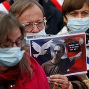 Hommage à Samuel Paty : la foule et l'émotion partout en France