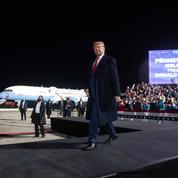 Trump poursuit son marathon électoral, Biden reste à la maison