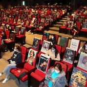 Avec des affiches de films pour voisin dans la salle de ciné, la Corée du Sud lance le festival de Busan