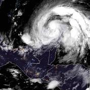 L'ouragan Zeta rétrogradé en tempête tropicale après avoir touché les côtes mexicaines