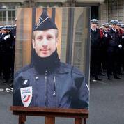 Policier tué sur les Champs-Élysées en 2017 : quatre personnes renvoyées aux assises