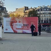 «C'est pratique et rapide» : des centres de dépistage devant la gare de Lyon et la gare de l'Est