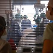 Face à la saturation des hôpitaux, des malades inquiets attendent leur opération