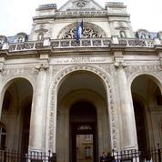 Dans le centre de Paris, l'ouverture controversée d'un centre d'accueil pour migrants
