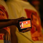 Législatives en Birmanie: le parti d'Aung San Suu Kyi revendique «une victoire écrasante»