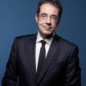 Darius Rochebin porte plainte pour diffamation contre le journal Le Temps