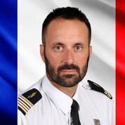 Hommage aux Invalides pour l'officier français mort dans un crash au Sinaï