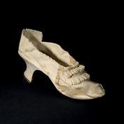 Un soulier de Marie-Antoinette acquis pour 43.750 euros aux enchères