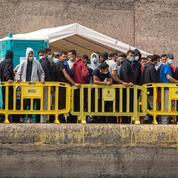 Espagne : 200 migrants vont être évacués d'un port des Canaries