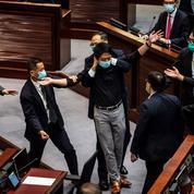Hongkong : d'anciens députés arrêtés pour des heurts au Parlement