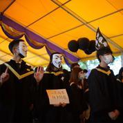 Des étudiants défient la loi sur la sécurité nationale à Hong Kong