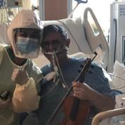 Pour remercier les soignants, un malade du Covid-19, intubé et sous respirateur, joue du violon